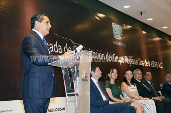 Trabajar en equipo con transparencia y honestidad para prevenir y castigar la corrupción: Silvano Aureoles