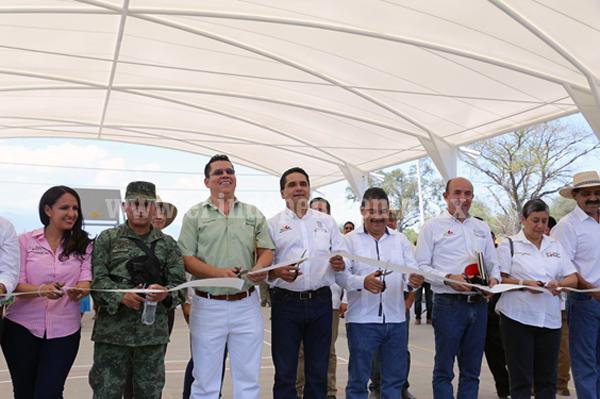 Gobernador inaugura y arranca obras por más de 12mdp en Úspero, municipio de Parácuaro
