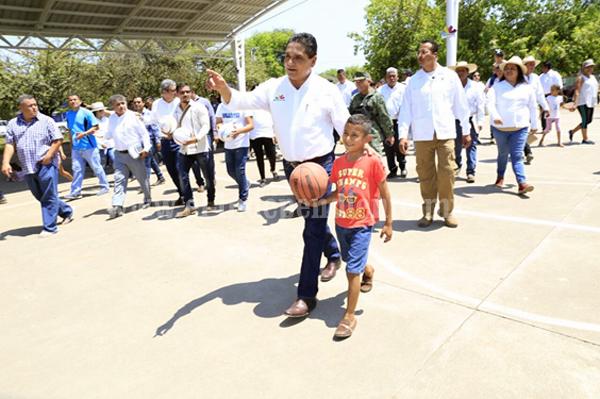 A un año, comunidad de Cenobio Moreno es radicalmente distinta: Gobernador