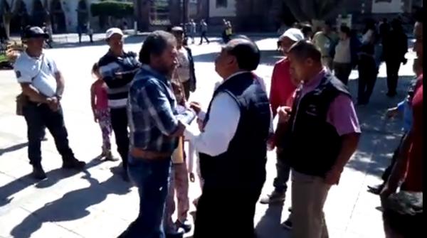 Empuja e intimida alcalde de Zamora a líder de Unión Ciudadana, Lucio Alzate