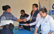 Elementos de Seguridad Pública reciben su certificado de Preparatoria