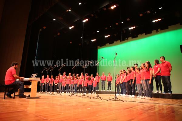"""""""Coro de voces talento Zamora"""" cautivó al público con sus variadas interpretaciones"""