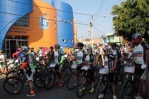 """Más de 500 ciclistas participaron en la """"Carrera Rodando por una Sonrisa 3"""""""