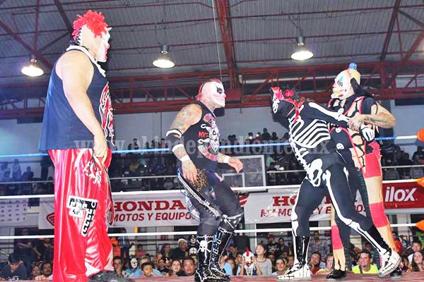 """Cumplió expectativa la función de lucha libre """"AAA"""" en Zamora"""