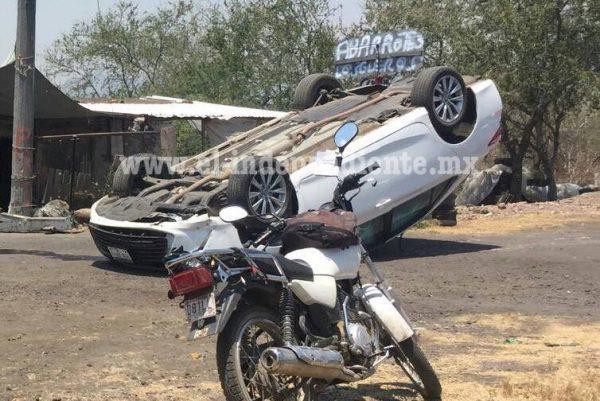 Joven resulta ileso tras volcadura en Ixtlán