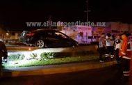 Impactan su auto contra la Glorieta 5 de Mayo