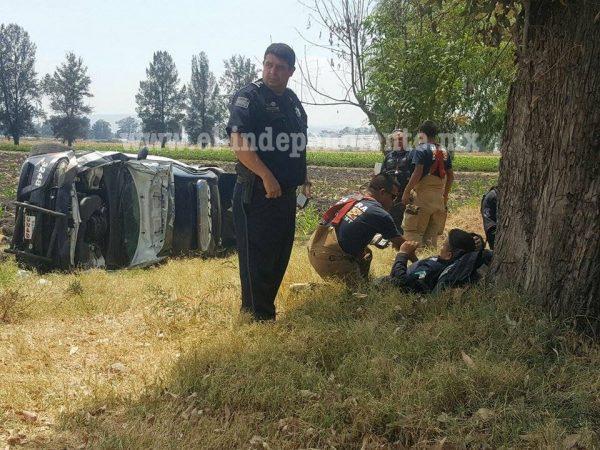 Vuelca patrulla en el Libramiento Norte de Zamora
