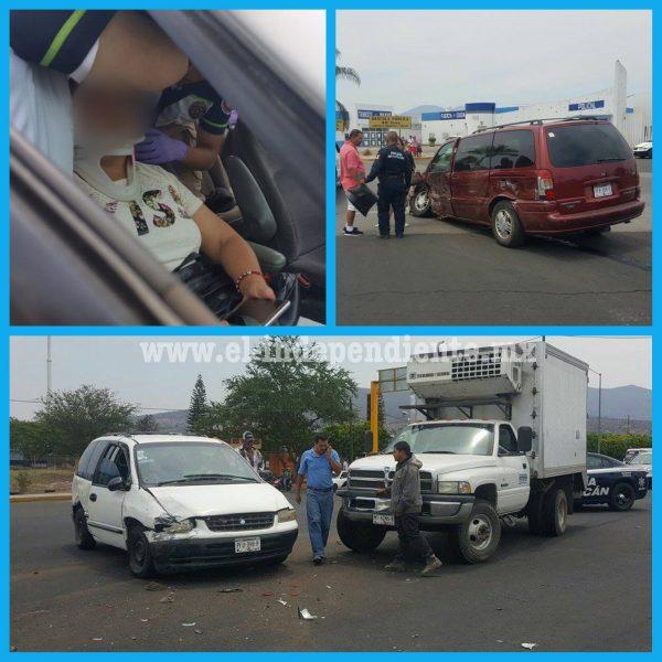 Una lesionada y cuantiosos daños materiales deja carambola en la Zamora – Carapan