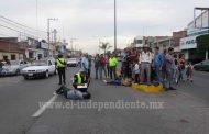 Dos menores heridos al chocar su moto contra camioneta en la Avenida Juárez