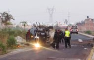 Vuelca patrulla en Zamora; 3 policías heridos