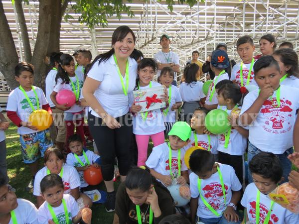 Noemí Ramírez lleva deporte y activación física a infantes de zona poniente