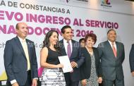 Entrega Gobernador constancias a docentes de nuevo ingreso al Servicio Profesional Docente 2016