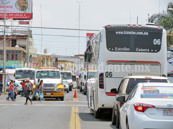 Transportistas buscarán replantear uso de un carril para rutas en 5 de Mayo