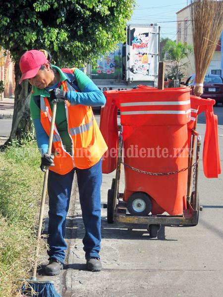 Intensifican labores de limpieza en bocatormentas y alcantarillas