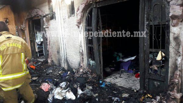 Se incendia negocio de ropa  en Zamora