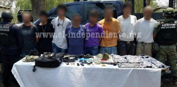 Detienen Policía Michoacán y Sedena a ocho presuntos integrantes de célula delictiva en Jiquilpan
