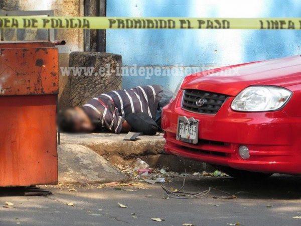 A balazos matan a uno en la Avenida del árbol
