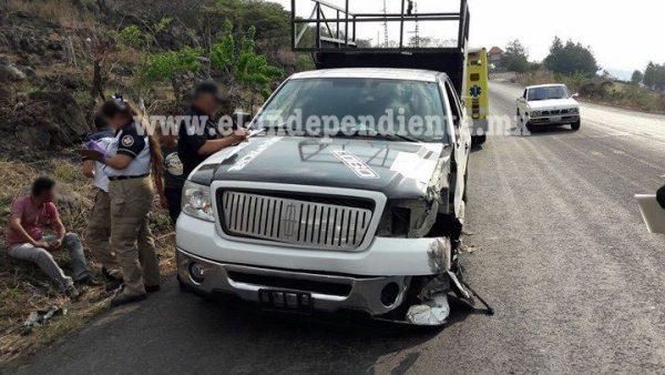 Colimense queda herido tras choque de camioneta contra un torton en Zamora