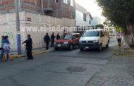 Del al menos 7 balazos es ultimado a bordo de una camioneta en Zamora