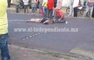 Grave motociclista tras ser arrollado por un tráiler, en Tingüindín