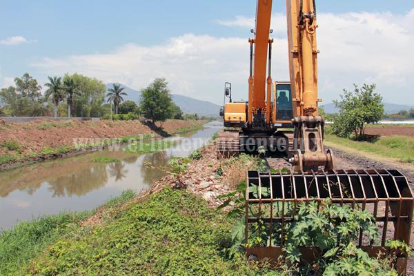 Arrancó limpieza de drenes y canales en el municipio