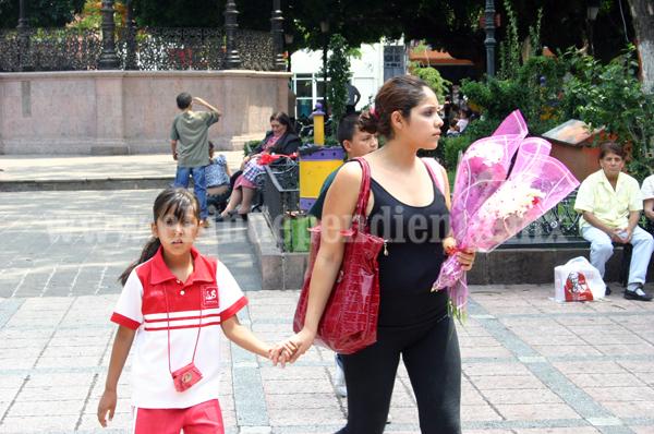Al doble precio de las flores por celebración de Día de las Madres