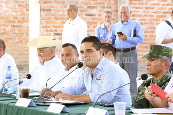 Revisan Silvano Aureoles y Comité Ciudadano proyectos para San Antonio La Labor