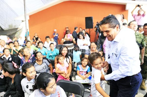 Juntos cuidamos la educación de nuestras niñas y niños: Silvano Aureoles