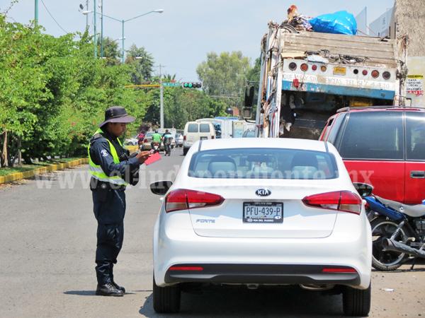 Exhortan a contribuyentes a tramitar documentos de vehículos