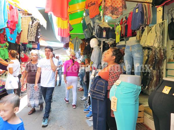 Comerciantes establecidos exigen freno al crecimiento de ambulantaje