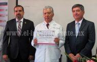 """Casi mitad de egresados de facultad de medicina """"Ignacio Chávez"""" se especializan"""