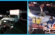 Motociclista es embestido por una camioneta