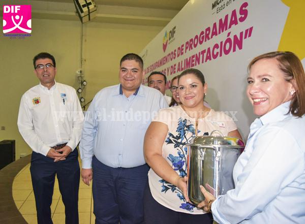 TANGANCÍCUARO FUE SEDE DEL EVENTO REGIONAL DEL DIF ESTATAL DE ENTREGA DE APOYOS