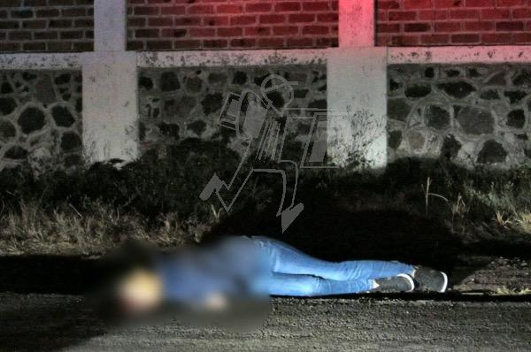 Abandonan cadáver baleado de una mujer, en el Libramiento Zamora – Jacona
