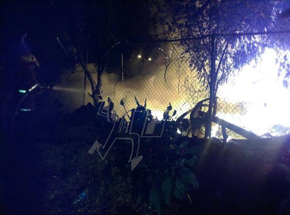 Se incendia pastizal cerca de domicilios
