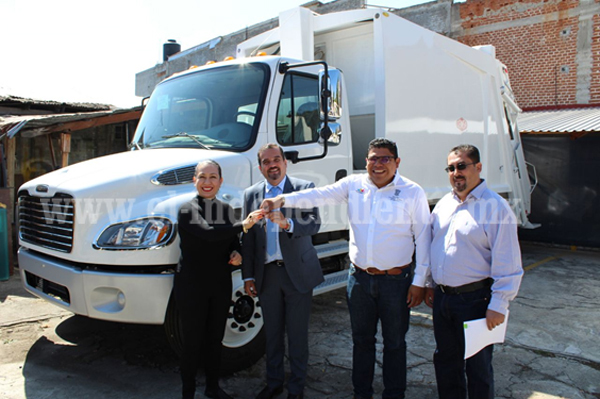Entrega Gobierno del Estado camión recolector para el municipio de Ixtlán