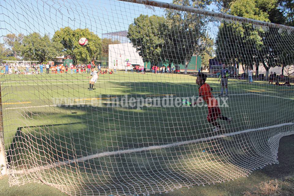 Disputado empate entre Escuela Municipal de Futbol ante Valencia FC.