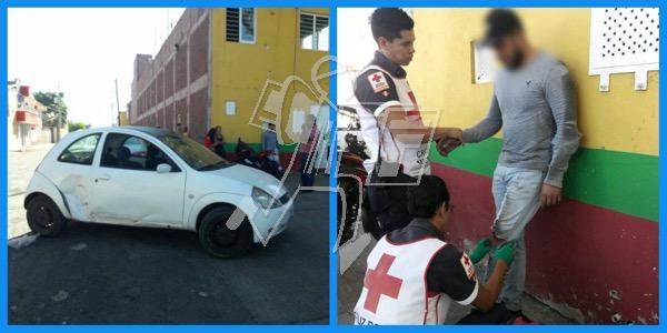 Choque de moto y auto en Zamora deja un joven lesionado