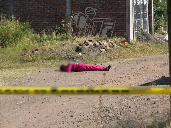 Regresaba de llevar a su hija a la escuela y es ultimada a balazos en Jacona