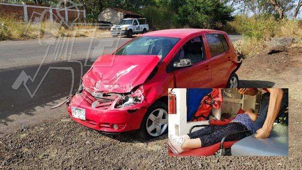 """Matrimonio herido al ser chocados por torton y camioneta, en la curva """"La Chingada"""""""