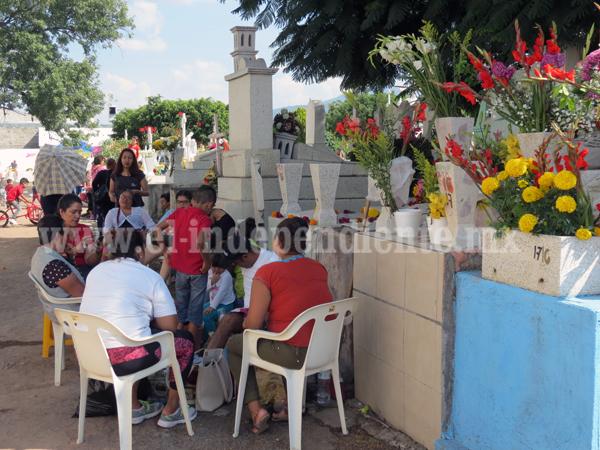 Panteón recibió más de 20 mil personas durante celebración de Día de Muertos
