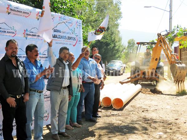 Buscan construir colector de línea de drenaje en calle Jacarandas