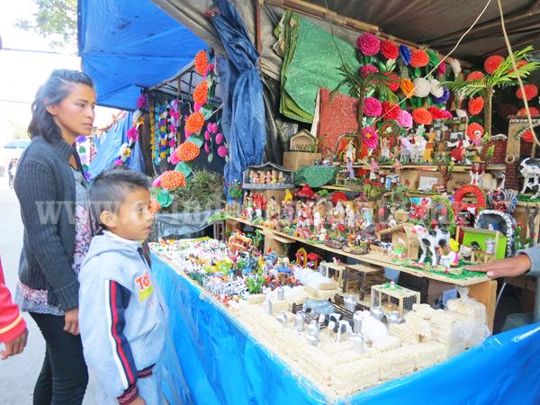 Participan 28 comerciantes en el Tianguis Navideño de Jacona