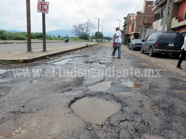 Avenida El Vergel sigue en pésimas condiciones