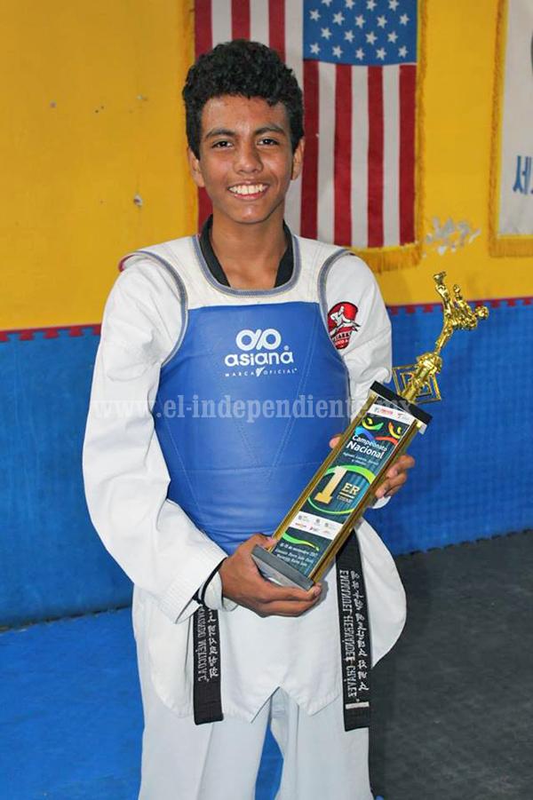Villa´s taekwondo  consolida a Emannuel Hernández como Campeón Nacional