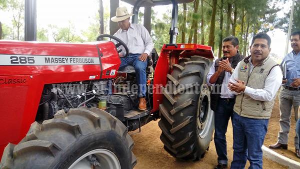 SEDRUA entregó en el estado más de 300 tractores, a través de A toda Máquina