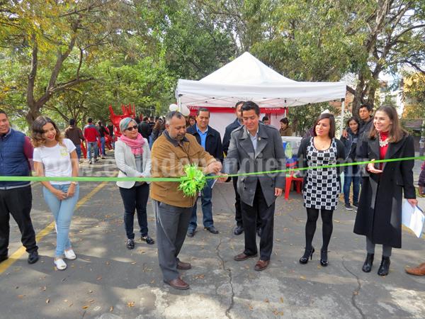 Catapultan proyectos productivos de jóvenes con Feria de la Mercadotecnia