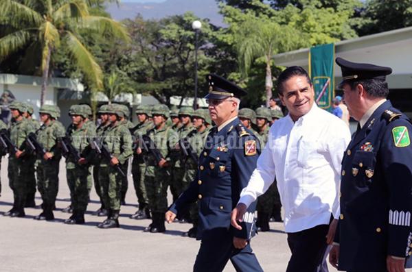 Asiste Gobernador a toma de protesta del nuevo comandante de la 43 Zona Militar