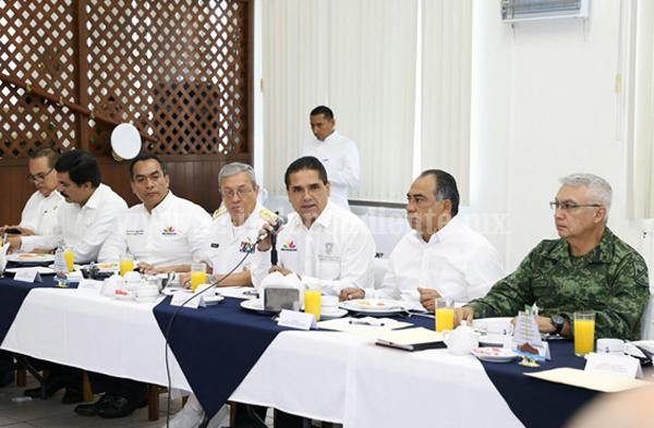Definen estrategia de seguridad conjunta para la ZEE Lázaro Cárdenas-La Unión