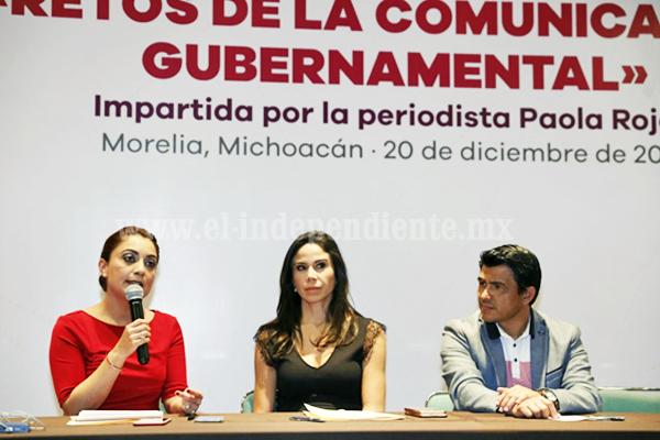 Imparte Paola Rojas conferencia a enlaces de comunicación del Gobierno del Estado
